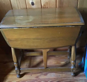 Small maple gate leg drop leaf table.  22 inches